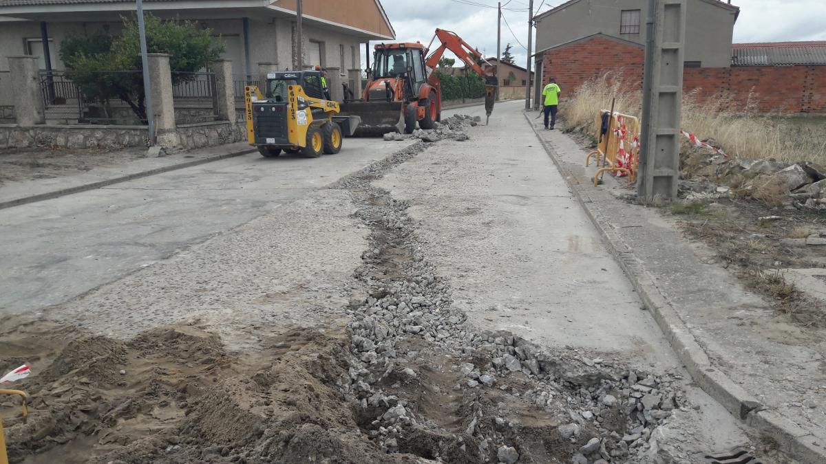 Renovación de la red de fibrocemento para abastecimiento de agua en tramos de las calles Alta, Cuéllar, Sanchonuño y Campo. Gomezserracín (Segovia)