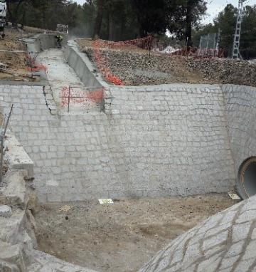 Realización de inca bajo linea ferrea en Santa María de la Alameda (Madrid)